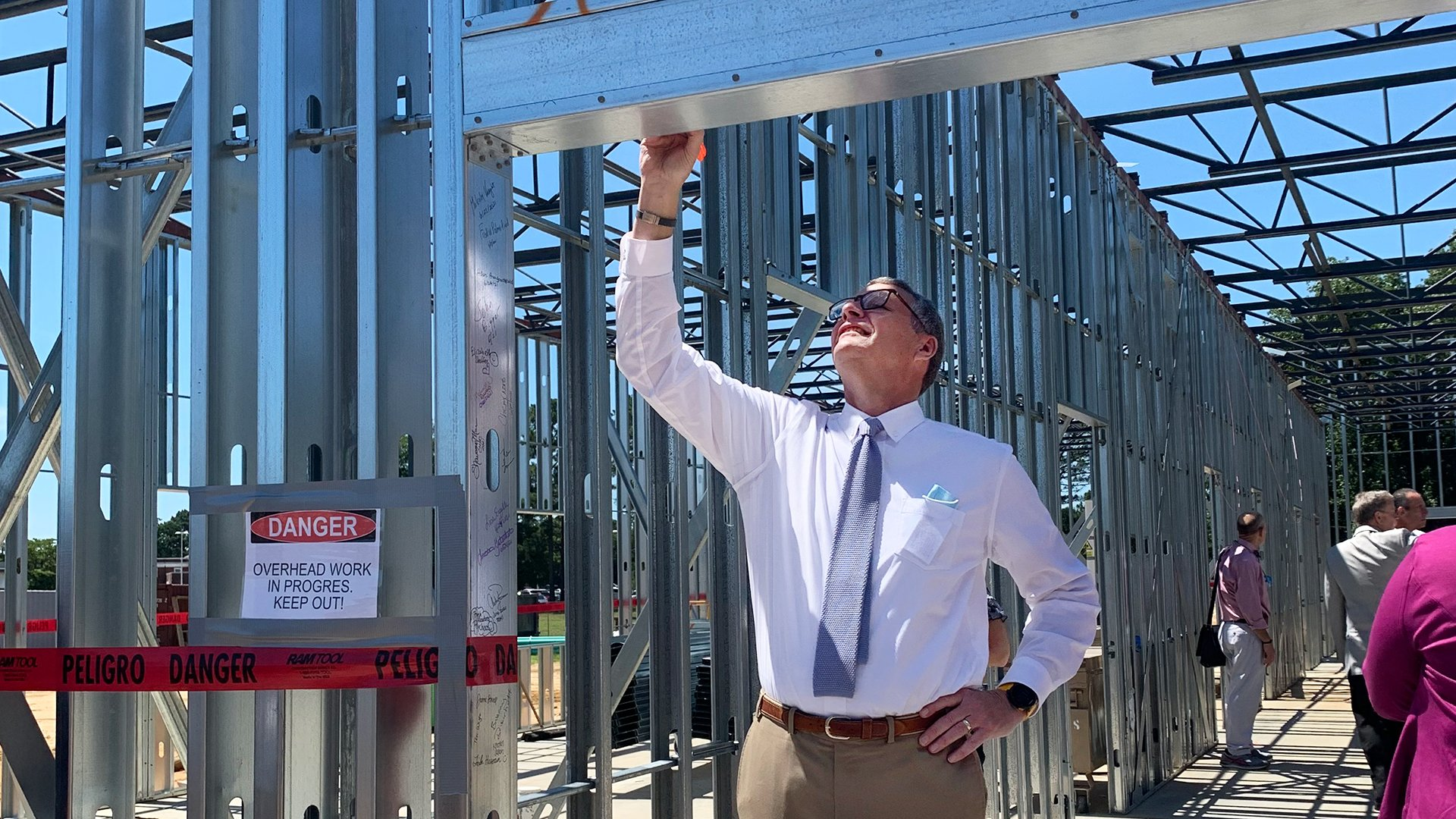 Topping Out Ceremony Held for New Care Unit for Adolescents